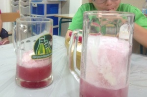 גזוז גלידה מימין, מצוף משמאל